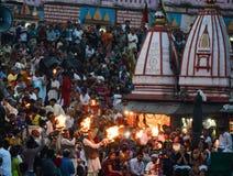 Menigte die Ganga-aarti getuigen royalty-vrije stock fotografie