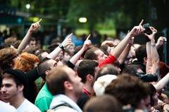 Menigte die pret heeft tijdens een muziekfestival Royalty-vrije Stock Foto