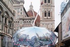Menigte die Santa Maria del Fiore, de koepel Italië bezoeken van Florence royalty-vrije stock afbeelding