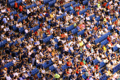 Menigte van mensen bij het stadion Stock Fotografie