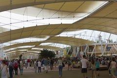 Menigte van mensen die Expo bezoeken royalty-vrije stock foto's