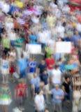 Menigte van mensen in protest, opzettelijk motieonduidelijk beeld royalty-vrije stock fotografie