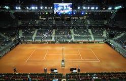 Menigte van mensen in sportenhof tijdens een tennisgelijke Royalty-vrije Stock Foto