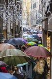 Menigte van Paraplu's in Venetië Stock Afbeeldingen