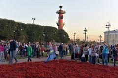 Menigte van toeristen bij de rostral kolom Royalty-vrije Stock Foto's