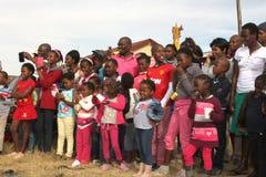 Menigte van Zwarte Afrikaanse Toeschouwers Stock Foto's