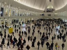 Menigten bij het nieuwe World Trade Centerstation bij spitsuur Royalty-vrije Stock Foto's