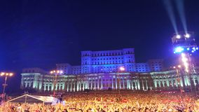 Menigten bij overleg, het Parlement Huis, Boekarest, Roemenië stock foto