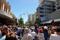 Menigten in Perth: Reis van de Reuzen stock fotografie
