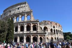 Menigten van toeristen in Colosseum in Rome royalty-vrije stock afbeelding