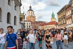 Menigten van toeristen op de straten van Lublin Stock Afbeelding
