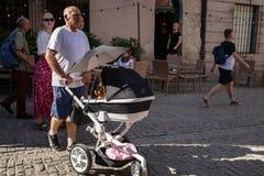 Menigten van toeristen op de straten van Lublin Stock Foto's