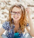 Menina à moda alegre nova com dreadlocks Imagens de Stock