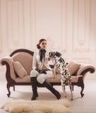 Menina à moda em um cavaleiro do terno Fotografia de Stock Royalty Free