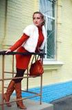 Menina à moda na laranja que olha afastado Fotografia de Stock