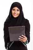 Tabuleta árabe da menina imagens de stock royalty free