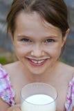 A menina é leite bebendo Fotos de Stock Royalty Free