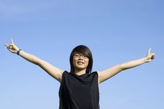 Menina adolescente asiática feliz ao ar livre Foto de Stock Royalty Free