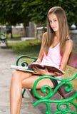 Menina adolescente bonita do estudante. Foto de Stock