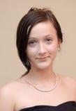 Menina adolescente bonita no vestido e na jóia pretos Fotos de Stock