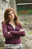 Menina adolescente com braços cruzados Foto de Stock