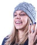 Menina adolescente com chapéu e casaco de lã da malha Imagem de Stock