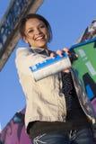 Menina adolescente com a lata da pintura de pulverizador Imagens de Stock