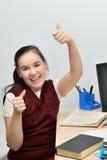 A menina adolescente da estudante exulta uma boa avaliação Foto de Stock Royalty Free