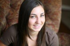 Menina adolescente de sorriso com freckles Imagem de Stock Royalty Free
