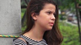 Menina adolescente deprimida só foto de stock