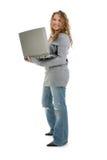Menina adolescente dos anos de idade dezesseis bonitos com computador portátil Foto de Stock Royalty Free
