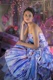 menina adolescente em um vestido de noite colorido brilhante Foto de Stock Royalty Free