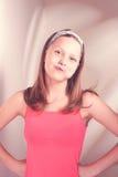 Menina adolescente engraçada que come o lollypop Imagem de Stock Royalty Free