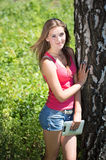 Menina adolescente feliz com PC da tabuleta Foto de Stock Royalty Free