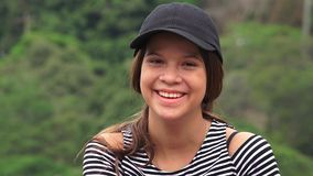 Menina adolescente feliz que ri e que sorri fotografia de stock