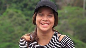 Menina adolescente feliz que ri e que sorri fotografia de stock royalty free