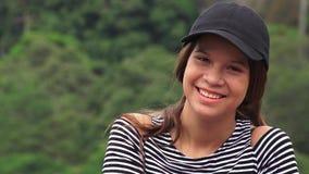 Menina adolescente feliz que ri e que sorri imagem de stock