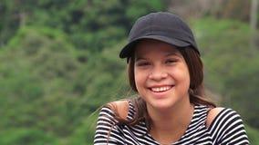 Menina adolescente feliz que ri e que sorri foto de stock