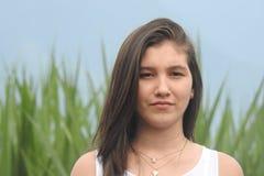 Menina adolescente impassível séria imagens de stock