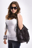 Menina adolescente loura bonita nova com óculos de sol imagem de stock