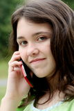 Menina adolescente no telefone de pilha Foto de Stock Royalty Free