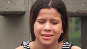 Menina adolescente preocupada e forçada imagem de stock