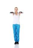 Menina adolescente que faz exercícios. Foto de Stock