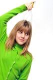 Menina adolescente que usa a massagem principal do escalpe Fotografia de Stock