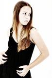 Menina adolescente receosa que olha sobre o ombro imagens de stock