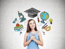 Menina adolescente sonhadora no azul, ícones da educação Imagens de Stock Royalty Free