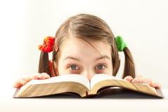 Menina adolescente surpreendida com a Bíblia Fotos de Stock Royalty Free
