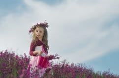 Menina adorável com flores Fotos de Stock