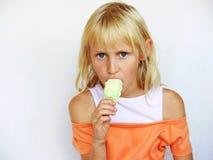 Menina adorável com lolly de gelo imagem de stock royalty free