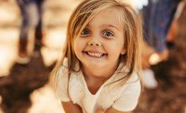 Menina adorável de sorriso foto de stock royalty free